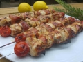 brochettes de poulet marinées au citron et romarin façon saltimbocca
