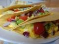 tacos oeufs brouillés, avocat et tomates cerise