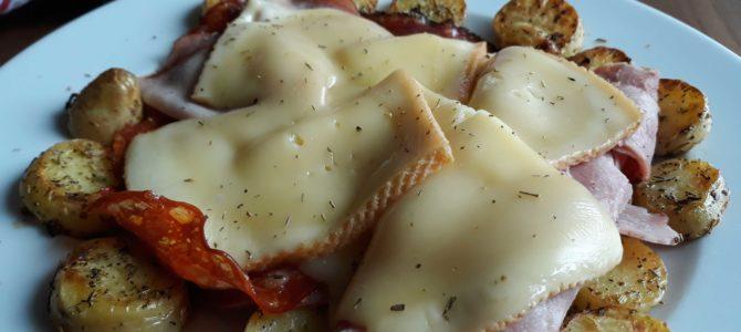 Raclette à la poêle & ses pommes de terre sautées