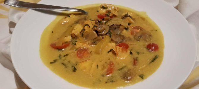 Soupe thaï au poulet, lait de coco, citron vert, curcuma & à la coriandre